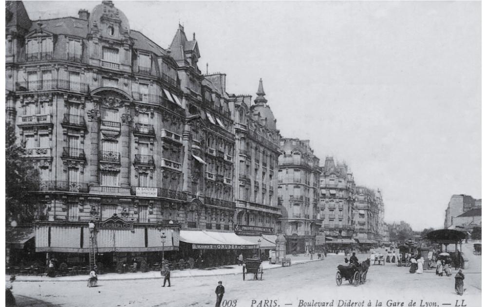 Boulevard Diderot à la Gare de Lyon - Paris 12