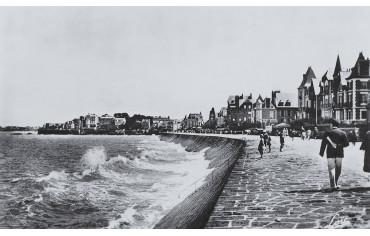 Saint-Malo-Le casino et la plage du sillon