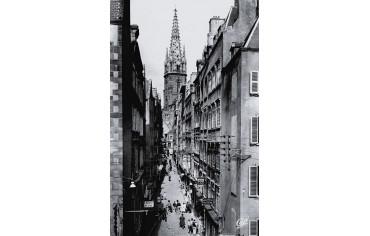Grande Rue et clocher de la cathédrale Saint-Vincent - Saint-Malo